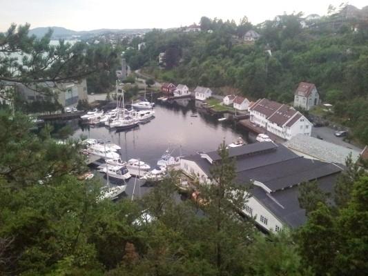 Utsikt fra Kyrkjefjellet og flaggfiringen etter alt var over...